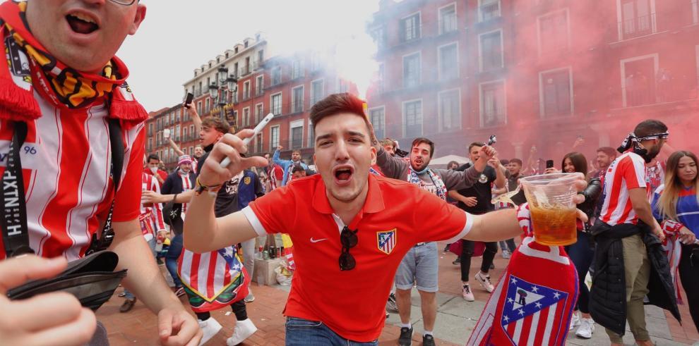 Centenares de seguidores del Atlético de Madrid han tomado este sábado, bajo la vigilancia de los Cuerpos y Fuerzas de Seguridad, la ciudad de Valladolid para vivir lo más cerca posible de su equipo una jornada decisiva en la que el conjunto del Cholo Sim