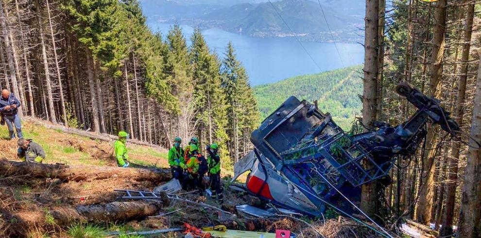 Ascienden a 12 los muertos en el accidente de una cabina de teleférico en Italia