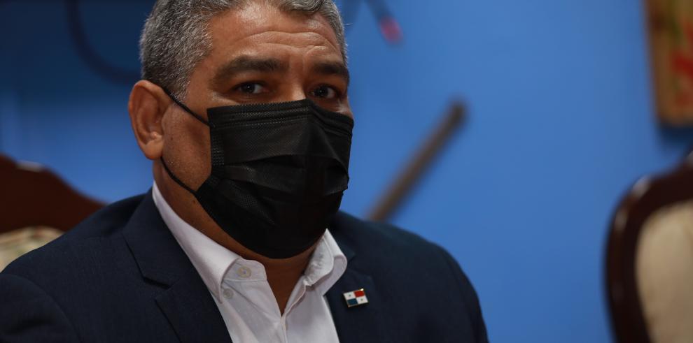Ministro de Salud, Luis Paco Sucre