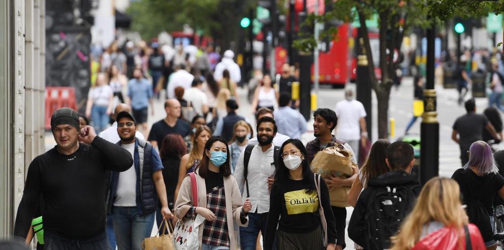 El avance de la variante india amenaza el desconfinamiento en el Reino Unido