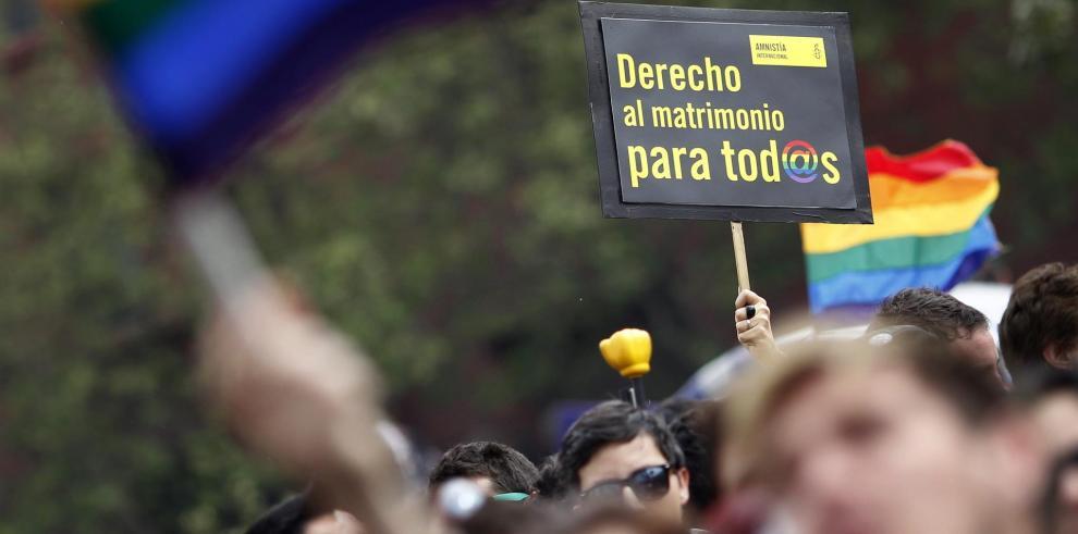 La iniciativa, presentada durante el segundo Gobierno de la expresidenta Michelle Bachelet y que podría convertir a Chile en el octavo país latinoamericano en legalizar el matrimonio gay, será discutida primero en el Senado y luego en la Cámara de Diputad