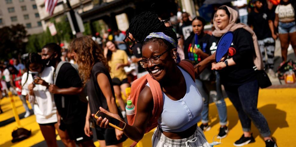 Personas celebran el 'Juneteenth', fecha que conmemora el fin de la esclavitud de la comunidad afroamericana