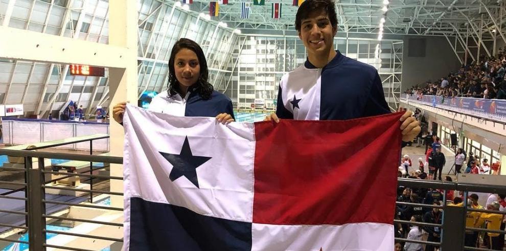 Emily Santos y Tyler Christianson