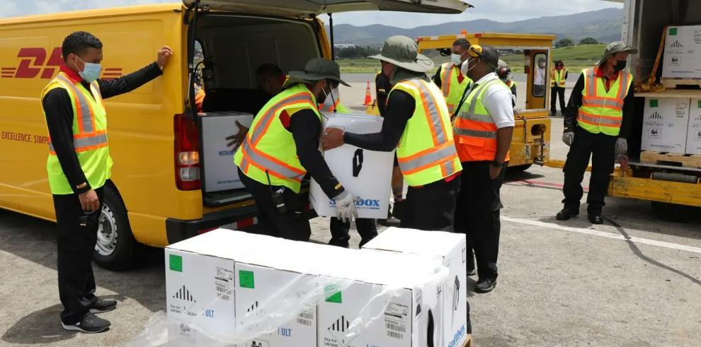 Panamá recibe 363 mil 870 dosis de vacunas Pfizer