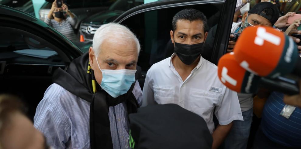 El expresidente Ricardo Martinelli a su llegada al Sistema Penal Acusatorio.