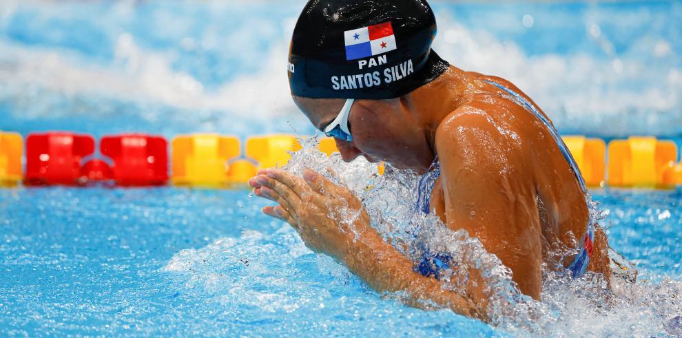 Emily Santos, la nadadora panameña que hizo historia en Tokio 2020.
