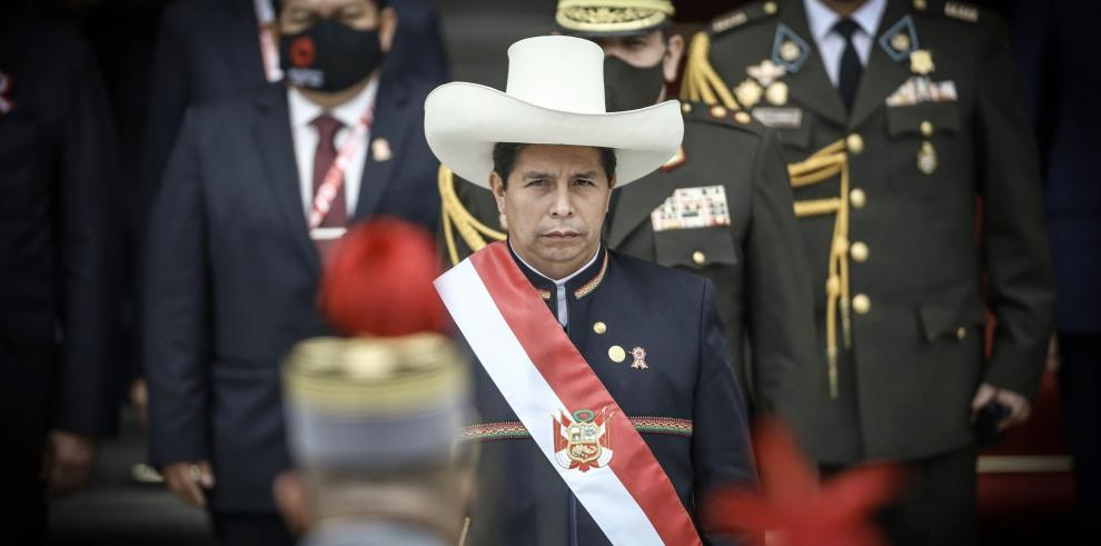 El nuevo presidente de Perú, Pedro Castillo, fue registrado este miércoles a la sede del Congreso, tras su ceremonia de investidura, en Lima (Perú).