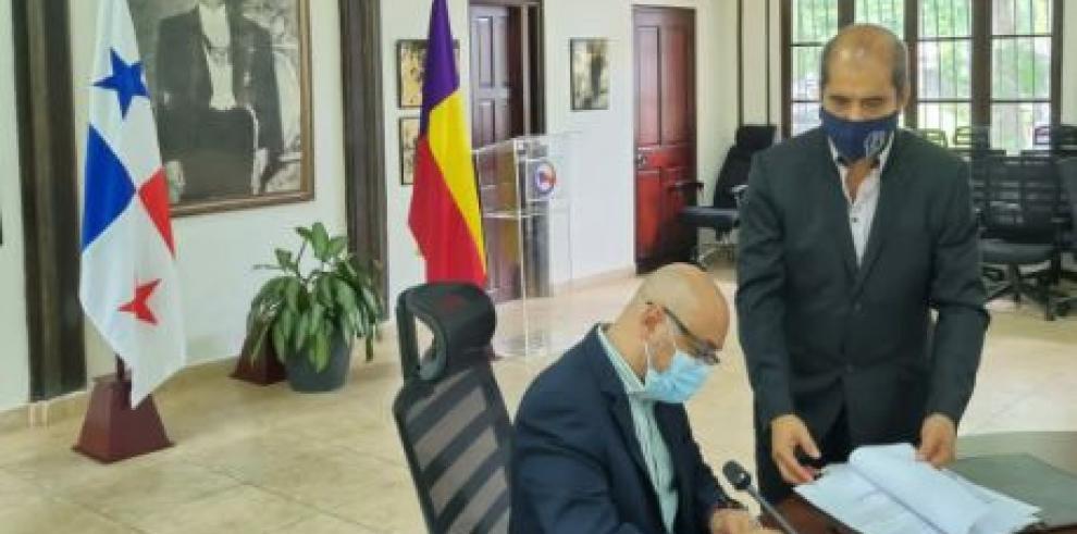 Dionisio De Gracia Guillen presentó la solicitud al fiscal del Partido Panameñista esta miércoles.
