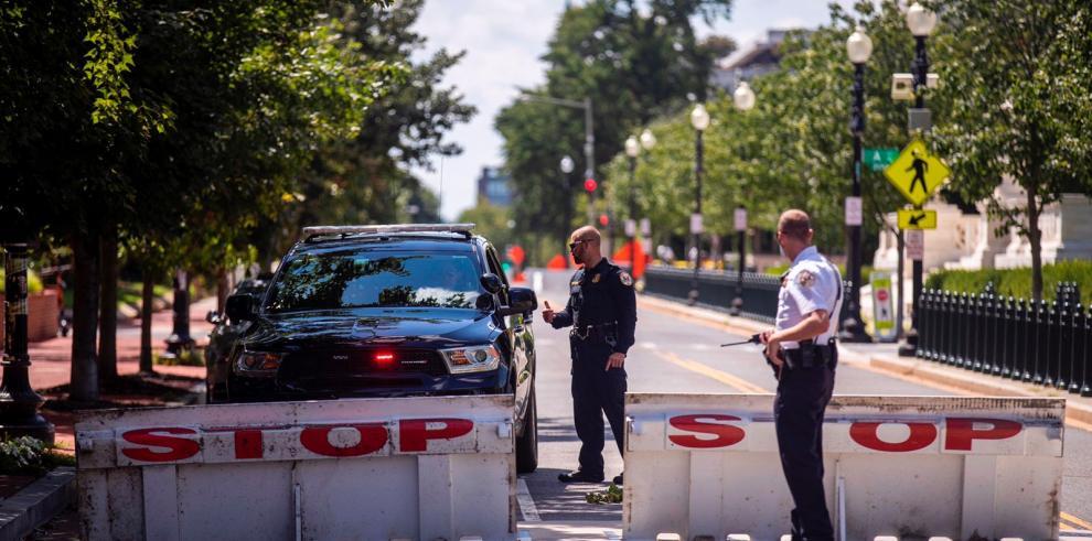 Hombre que desató amenaza de bomba se rinde cerca del Congreso de EE. UU.