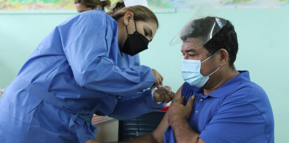 Barrido de vacunación con la anticovid de Pfizer / BionTech en San Miguelito
