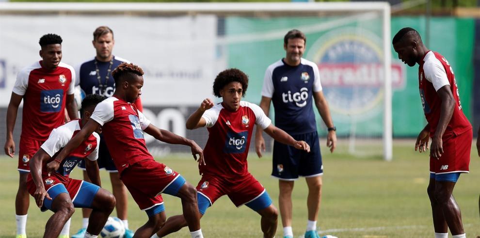 Vista de una sesión de entrenamiento para la selección de fútbol de Panamá.  Fotografía de archivo