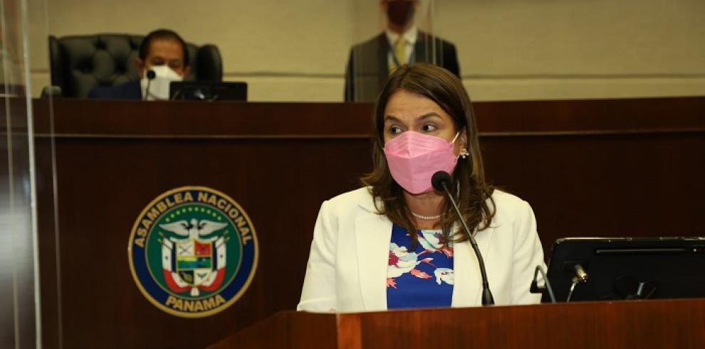 La ministra de Educación Maruja Gorday de Villalobos apoyó el proyecto
