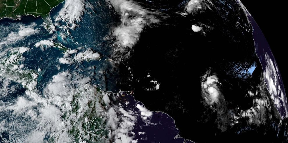 La tormenta tropical Sam continúa fortaleciéndose en aguas abiertas del Atlántico.