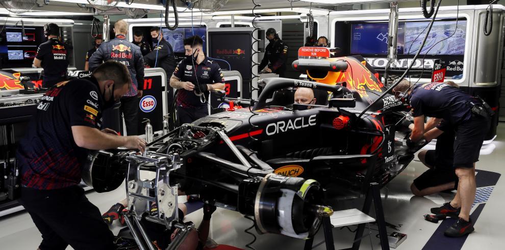 Mercedes manda y Verstappen apuesta por un cambio de motor.
