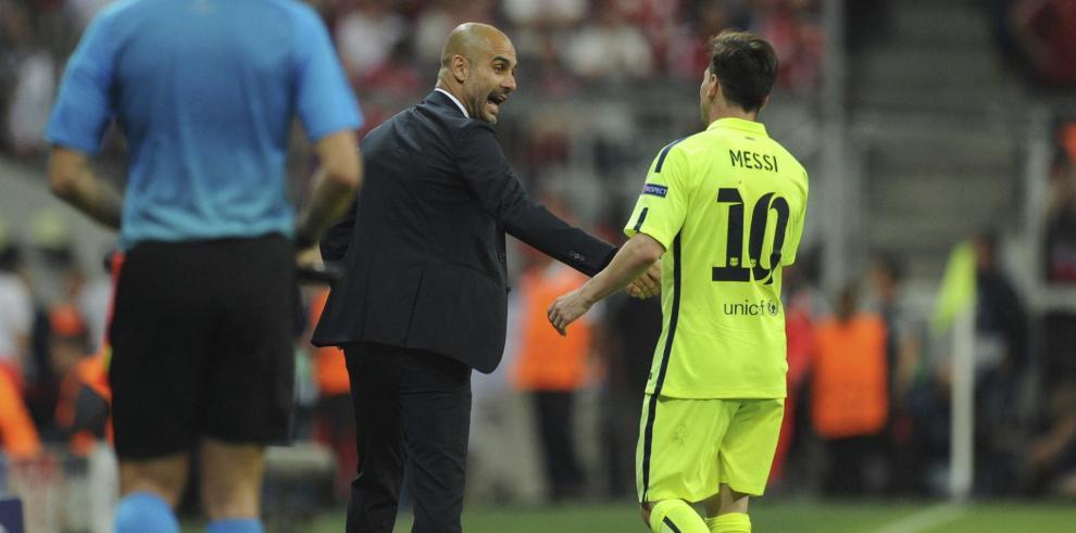 Imagen de archico del entrenador Pep Guardiola (c) y el futbolista Lionel Messi (d), en un parido la Liga de Campeones