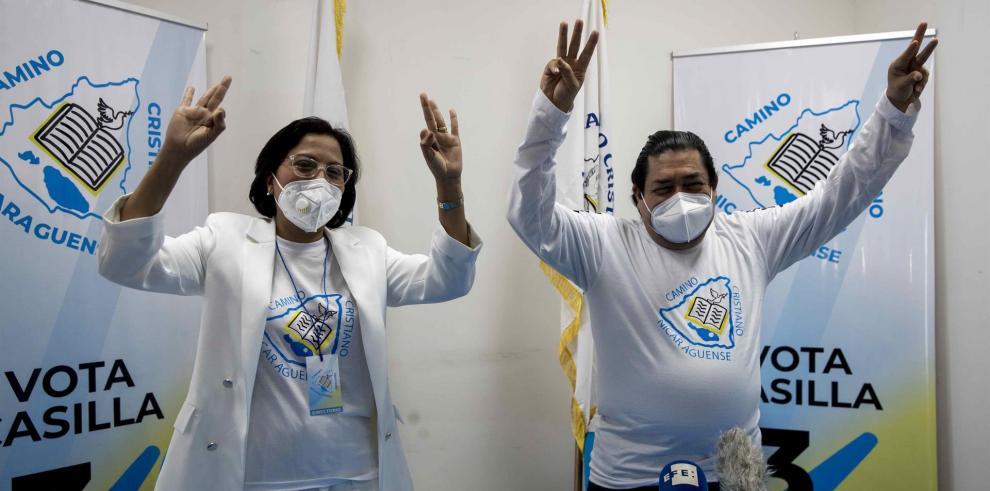 El candidato a la presidencia del partido Camino Cristiano nicaraguense y la candidata a la vicepresidencia