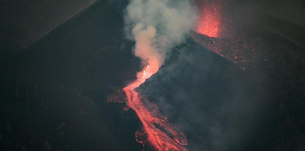 Tras pasar prácticamente medio día sin apenas actividad, hoy lunes la erupción del volcán Cumbre Vieja