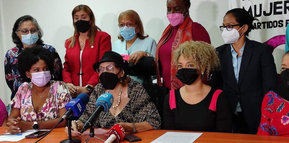 Mujeres de partidos políticos rechazan lo aprobado en la mesa técnica del TE y la Asamblea