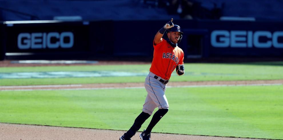 El campocorto de los Astros Carlos Correa