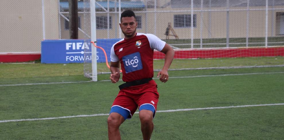 El titular de la selección de fútbol de Panamá con la camiseta nueve, Rolando El Toro Blackburn.