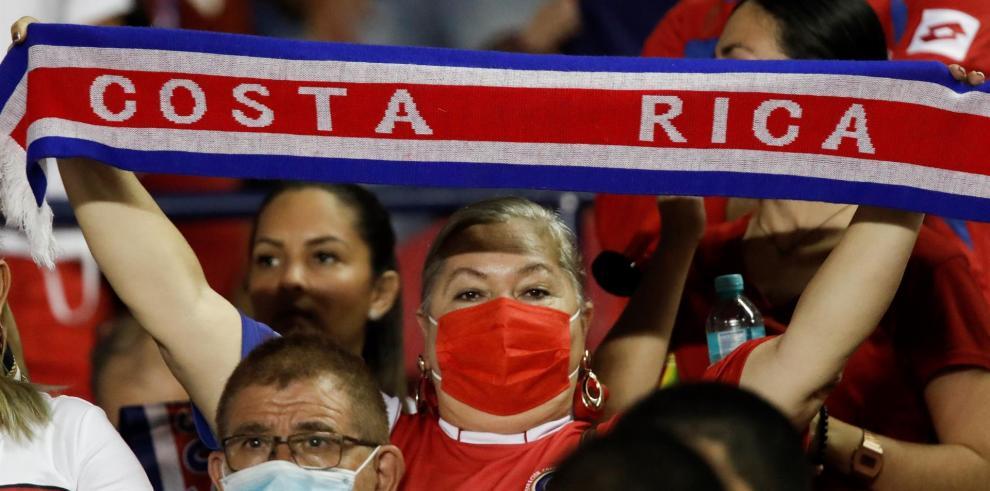 Los fanáticos de Costa Rica animan a su equipo