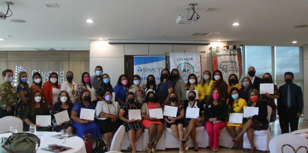 Maestros de Chiriquí completan un diploma en Ciencias Naturales