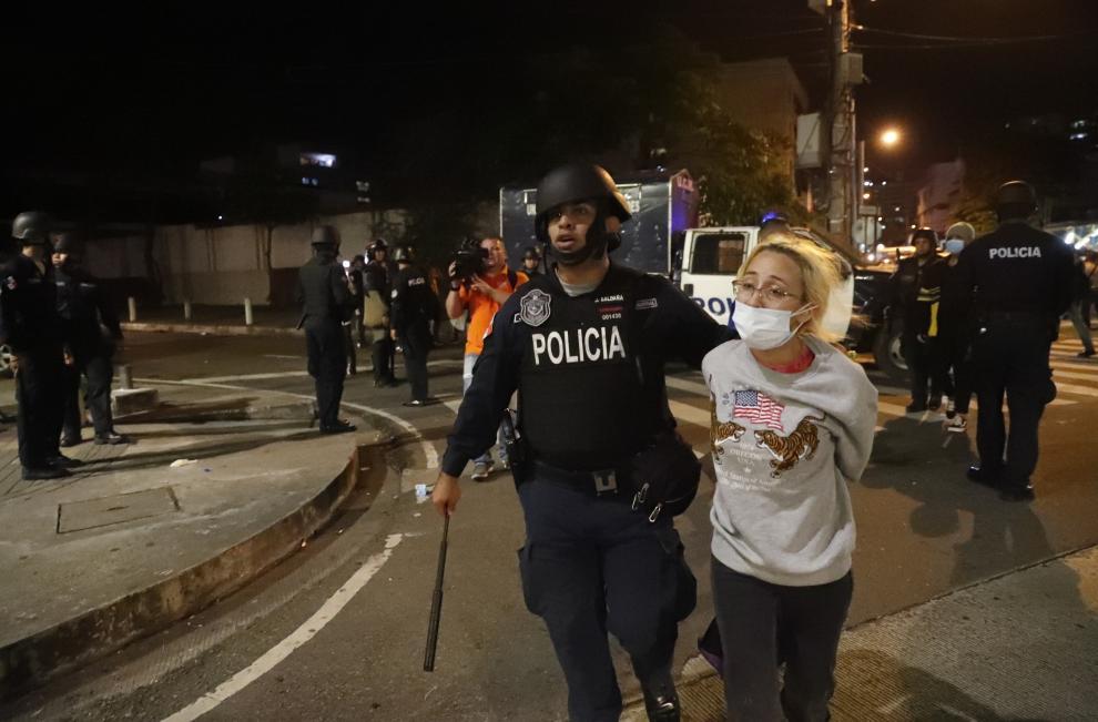 Segundo día de protestas y enfrentamientos en  Panamá  entre estudiantes y policías  contra la reforma constitucional