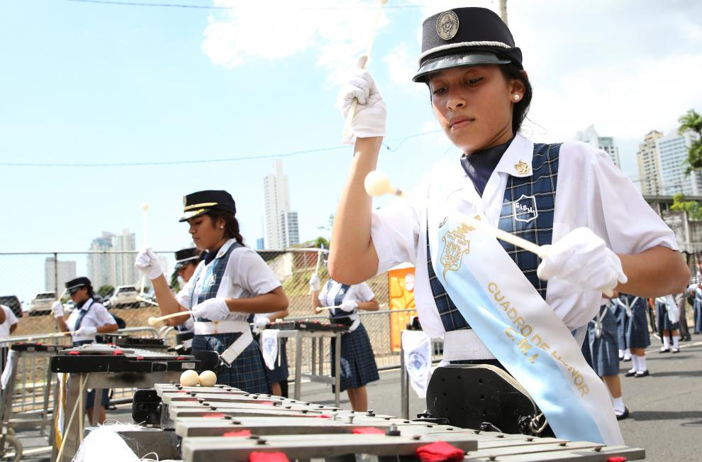 Desfile del 4 Nov,.-{