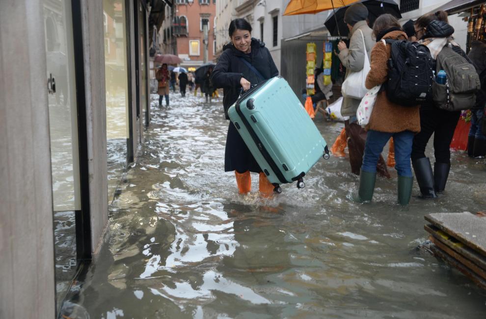 La ciudad de los canales, Patrimonio de la Humanidad, se inundó en la noche entre el 12 y 13 de noviembre por un aumento de la marea de 187 centímetros, el nivel más alto desde que en 1966 se alcanzaran los 194 centímetros, y se registró una víctima morta