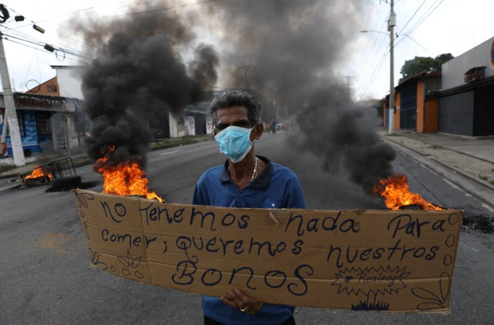 Protestas en diferentes puntos del país exigiendo ayuda al Gobierno