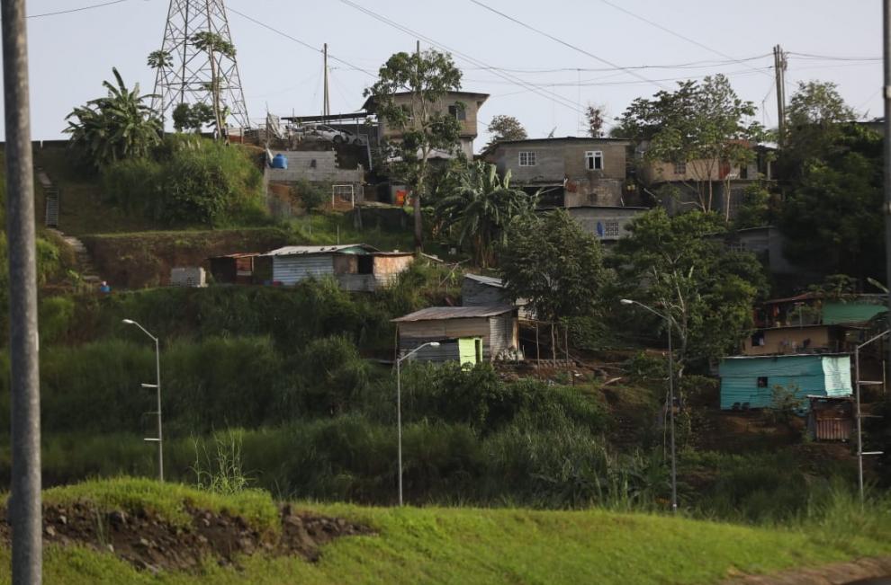 La falta de alimentos, medicinas y la insuficiente ayuda gubernamental, están haciendo cada vez más difícil la vida de los panameños