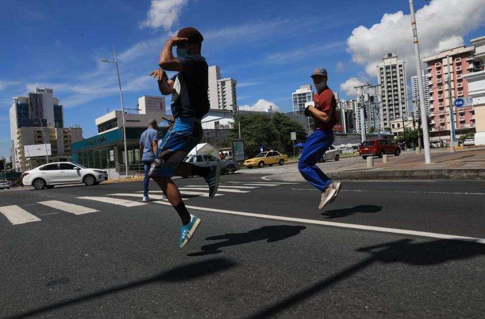 Panameños buscan el sustento en las calles a través del breakdance