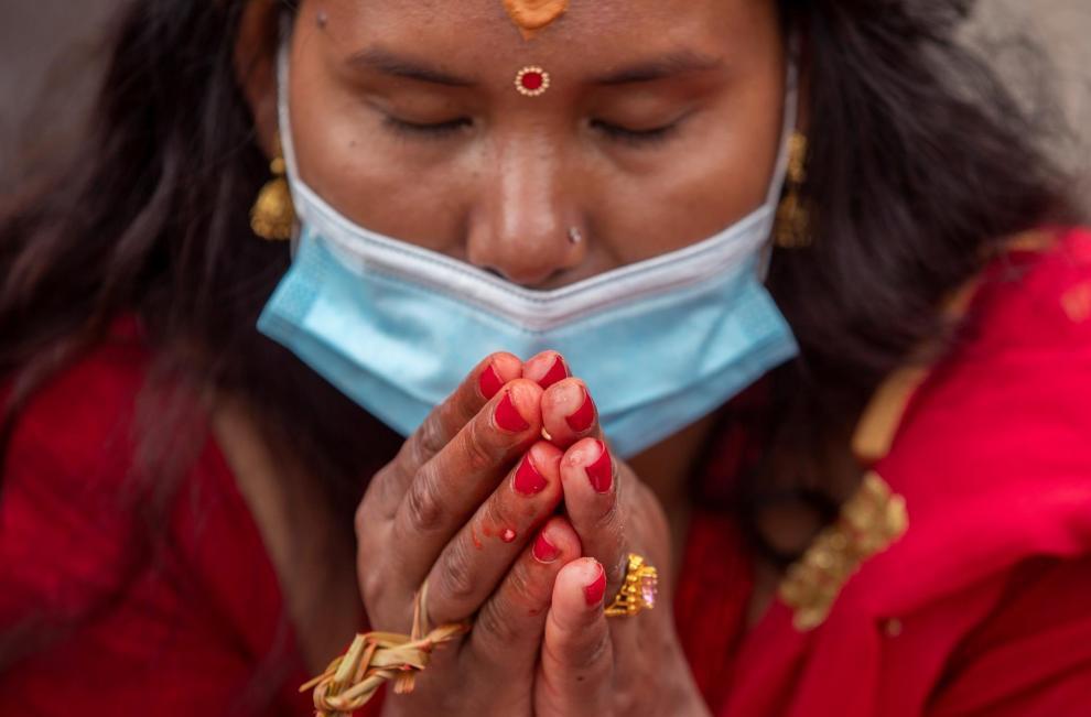 La mayoría de las mujeres suele celebrar el festival de Teej en sus hogares, pero algunas lograron visitar el templo de Pashupati y el río Bagmati